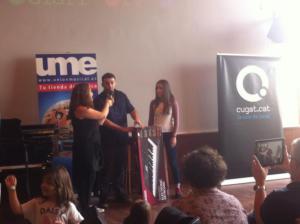 Cèlia Varón entrega del teclat per guanyar Petits Camaleons 2015